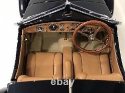 1/18 CMC Bugatti 57 5C Corsica Roadster 1938 Collections de France NEUF