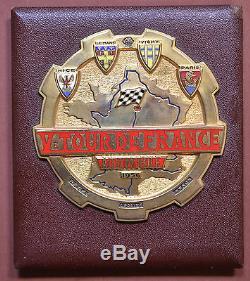 1956 FRANCE BADGE/PLAQUE CALANDRE EMAILLE Ve TOUR DE FRANCE AUTOMOBILE