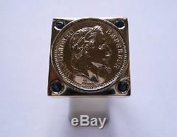 Chevalière or carré avec pièce or 20 Francs Napoléon et Saphirs