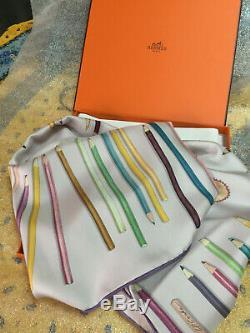 Foulard Hermès intitulé A VOS CRAYONS RARE ET RECHERCHE neuf dans sa boîte