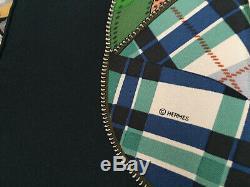 Foulard Hermès intitulé CONFORT ET ELEGANCE EN AUTOMOBILE COLLECTOR bleu mar