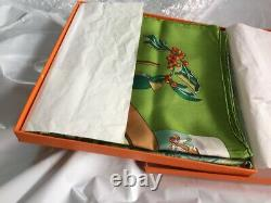 Foulard Hermès intitulé NEIGE D ANTAN neuf dans sa boîte coloris rare