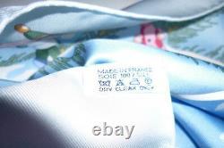 Foulard Hermès intitulé NOEL AU 24 FAUBOURG bleu clair RARE ET RECHERCHE